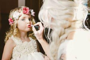 چرا نباید کودکان را آرایش کنیم؟