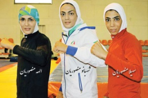 دیدار خواهران منصوریان با سردار آزمون! عکس