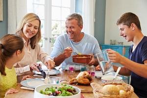 عوارض خوردن چند نوع غذا با هم