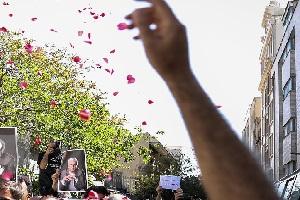 اشک هاي فاطمه معتمد آريا، ستاره اسکندري و هنگامه قاضياني در مراسم تشييع يدالله صمدي