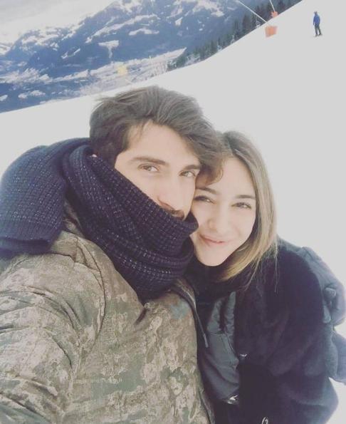 کريم انصاري فرد در کنار همسر آينده اش