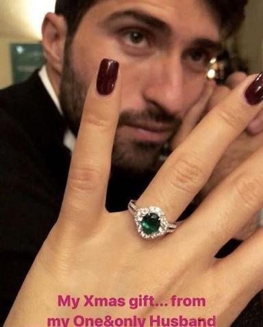 هديه کريم انصاري فرد به نامزدش