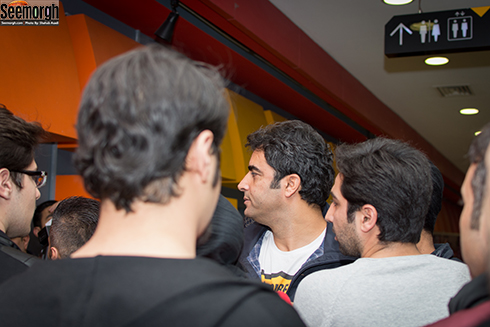 منوچهر هادی در میان طرفدارانش