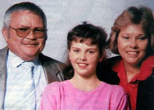 شارليز ترون به همراه پدر و مادرش