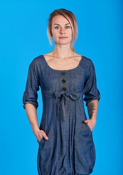 لباس هايي که از تزئينات زيادي در آن استفاده شده است