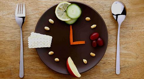 آيا مي دانيد يکي از عوارض دير شام خوردن کاهش هورمون رشد است!!