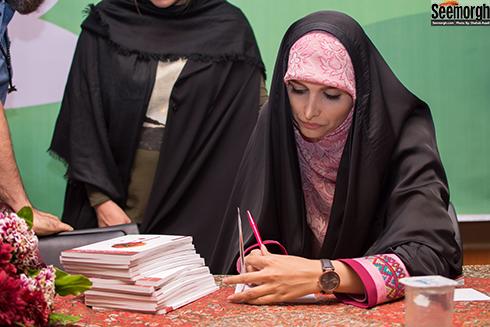 مژده لواسانی در جشن امضای کتابش