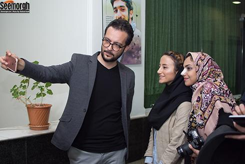 محمد سلوکی در کنار هوادارانش