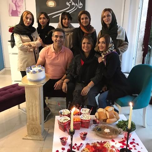 احمدرضا عابدزاده در سالن زیبایی همسرش