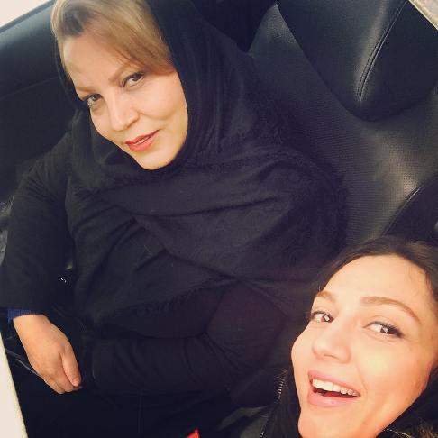 عکس جدید حدیث میرامینی به همراه مادرش