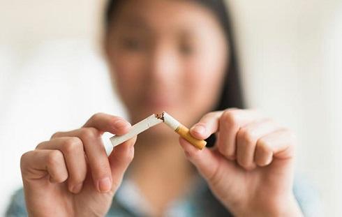 2. برای از بین بردن چربی شکم, اگر سیگار می کشید متوقفش کنید
