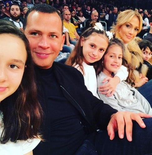 جنيفر لوپز و معشوقش در کنار فرزندان شان