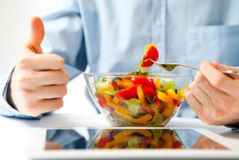 مهم ترين مواد غذايي مورد نياز براي مردان جوان