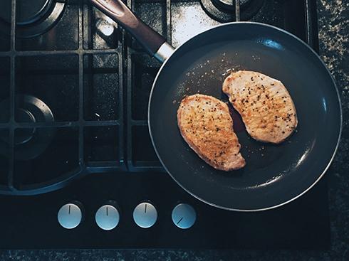 آیا می دانستید ذرات روغن معلق در آشپزخانه خطرناک هستند؟