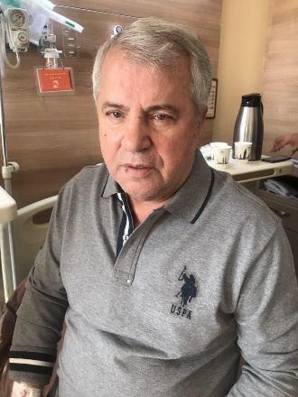 علي پروين در بيمارستان