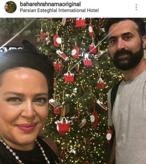 بهاره رهنما و همسرش در کنار درخت کریسمس