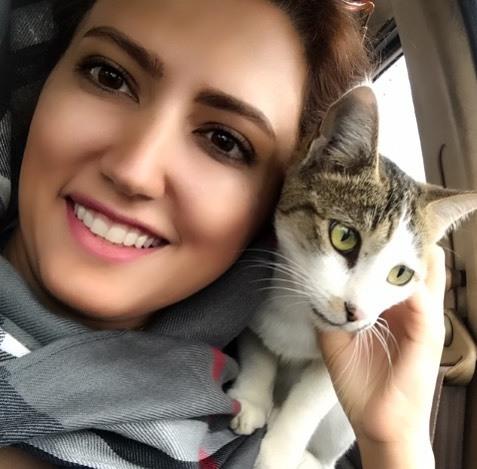 عکس سمیرا حسینی و گربه اش