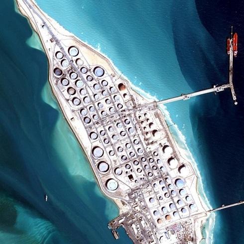 تصاوير ماهوارهاي که توسط استارت آپ Bird.i از 2 پالايشگاه بزرگ راس تنورا و يانبوي عربستان گردآوري شده است