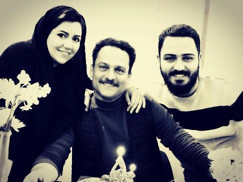 حسين ياري در کنار پسر و دخترش