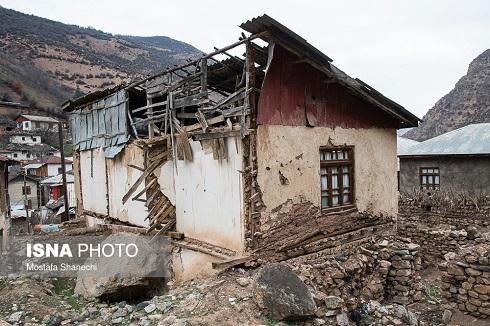 در این روستا سنگ می بارد