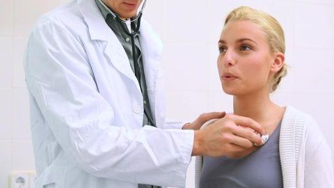 درد مفصل می تواند نشانه ابتلا به سارکوئیدوز (sarcoidosis) باشد