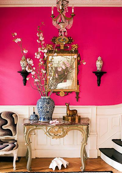برای اتاق های شلوغ و پر جنب و جوش از رنگ های آتشین استفاده کنید