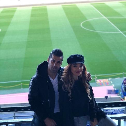 محسن فروزان و همسرش در ورزشگاه نیوکمپ بارسلونا