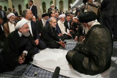 تصویر خاص و ویژه از دیدار روحانی با رهبر انقلاب