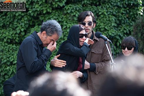 چشمان اشکبار شیرین احمدلو همسر ناصر چشم آذر