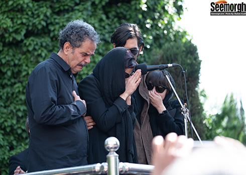 خانواده ناصر چشم آذر در مراسم تشییع وی