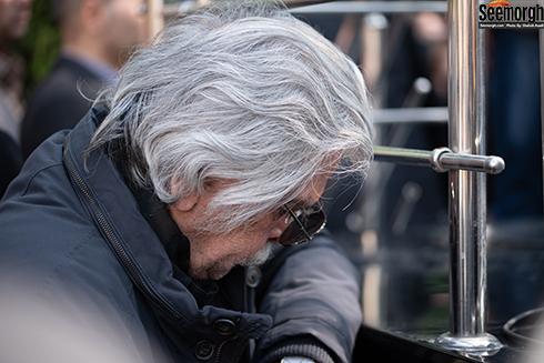 اشک ها ي منوچهر اسماعیلی در مراسم تشييع زنده ياد ناصر چشم آذر