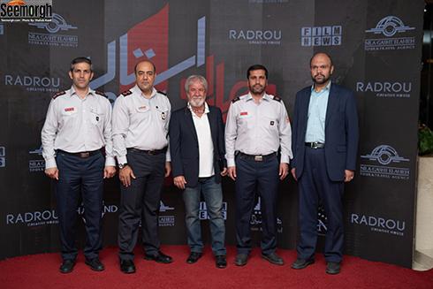 حضور آتش نشانان در کنار مسعود کرامتي در اکران خصوصي چهارراه استانبول