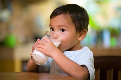 چرا شیر سرد برای کودک مضر است؟