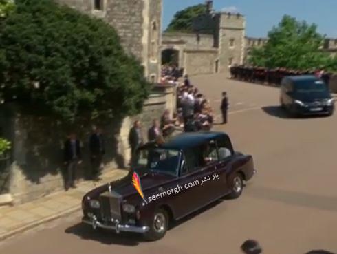 ماشين خانواده سلطنتي با لگو مخصوص در بالاي آن