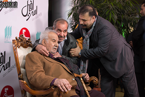ناصر ملک مطیعی در کنار هوادارانش