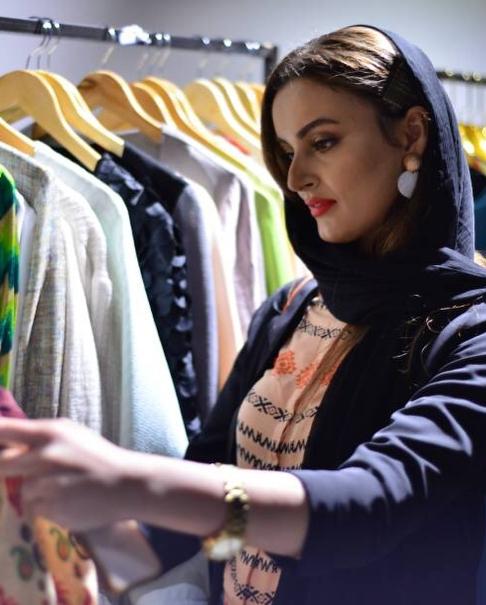 عکس نیلوفر پارسا در موسسه مد و لباس