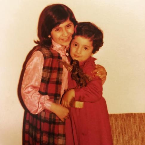 عکس کودکی شبنم قلی خانی و خواهرش