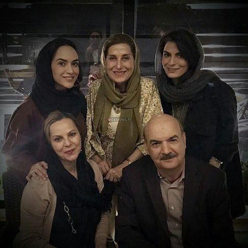 ایرج طهماسب در کنار خانواده اش و فاطمه معتمدآریا