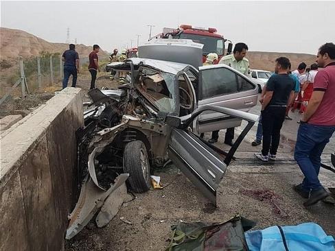 متلاشی شدن پژو ۴۰۵ و مرگ زن و مرد جوان در آزادراه تهران-قم