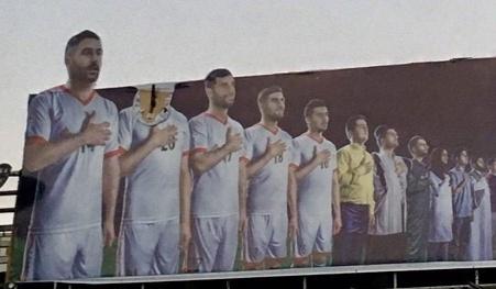 پاره کردن چهره سردار آزمون در عکس تیم ملی