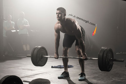 وزنه برداری,مرد در حال وزنه برداری