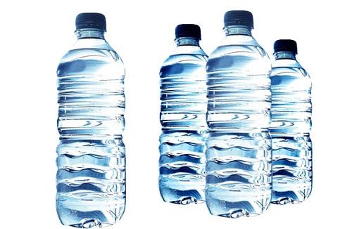 آب معدنی چیست؟ آیا همه آب های بسته بندی معدنی هستند؟