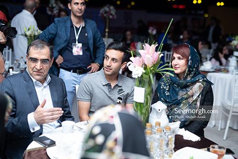 فاطمه گودرزي و پسرش در کنار وزير بهداشت در اکران خصوصي ناخواسته
