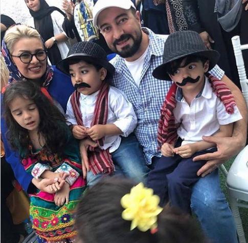 مجید صالحی در کنار همسر و فرزندانش