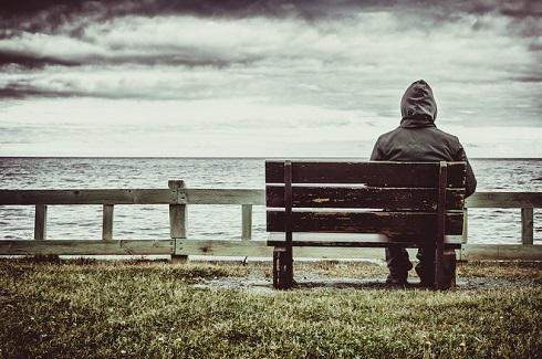 تنها,مرد تنها,تنها در کنار دریاچه