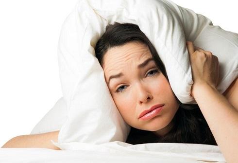 کمخوابی برای دختران خطرناک تر است یا پسران