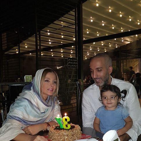 امیرمهدی ژوله در کنار همسر و دخترش