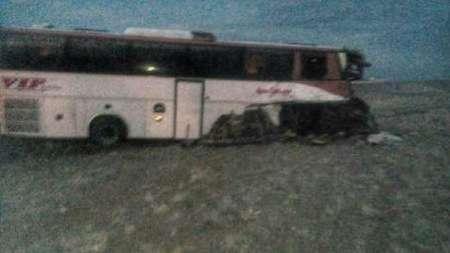 تصادف اتوبوس در آزاد راه ساوه همدان یک کشته و 15 مصدوم بر جا گذاشت