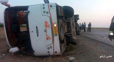 15 زخمی با واژگونی اتوبوس درجاده نیریز