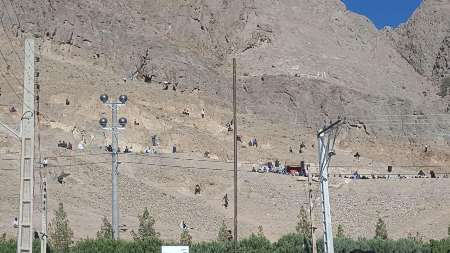 سقوط 3 نفر از کوه در کرمان/ مرگ یک دختر بچه